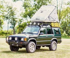 The James Baroud Discovery Extreme Evolution roof top tent is the only hard shell rooftop tent in its price range that offers additional exterior storage.