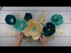 Easy Paper Flowers, Paper Flower Wall, Paper Flower Tutorial, Wall Flowers, Diy Flowers, Potted Flowers, Flower Svg, Flower Crafts, Paper Flower Arrangements