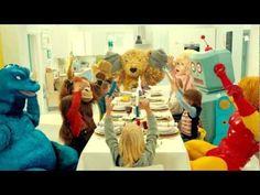 Ikea e la nuova campagna Playin' With My Friends per unire adulti e piccoli a tavola. Guarda video e making of