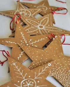 21 Awesome Cardboard Arts and Crafts Ideas for Kids Recycled Christmas Decorations, Diy Xmas, Paper Christmas Ornaments, Noel Christmas, Homemade Christmas, Christmas Projects, Holiday Crafts, Cardboard Christmas Tree, Christmas Ideas