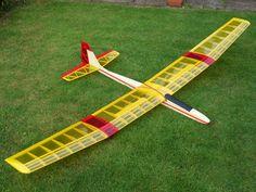 Radios, Rc Model Aircraft, Rc Glider, Radio Controlled Aircraft, Aircraft Design, Model Airplanes, Drones, Diy Design, Motors