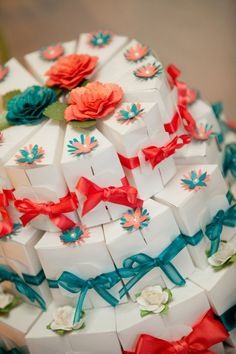Colorful Wedding Favor Boxes Shaped like a Cake