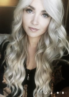New hair color blonde platinum silver cara loren Ideas Big Wavy Curls, Loose Curls, Soft Curls, Loose Waves, Blonde Color, Hair Color, Blonde Ombre, Silver Blonde Hair, Platinum Blonde