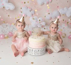 twinkle twinkle little star cake smash, cake smash, twins, twin cake smash, twin first birthday Twin Cake Smash, Cake Smash Photos, Birthday Cake Smash, Smash Cakes, 1st Birthday Pictures, Girl Birthday Themes, Girl Themes, Baby Girl Cakes, Cake Baby