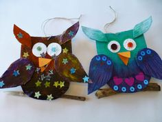 diy ugle av papp  diy cardboard owl Diy Cardboard, Owl, Barn, Christmas Ornaments, Holiday Decor, Converted Barn, Owls, Christmas Jewelry, Christmas Decorations