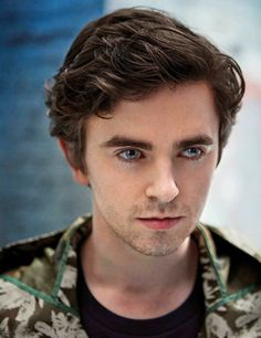 Freddie Highmore 👀Those Eyes. The Good Doctor Abc, Good Doctor Series, Freddie Highmore Bates Motel, Norman, Shaun Murphy, Youtubers, Actors Birthday, Hollywood Actor, British Actors