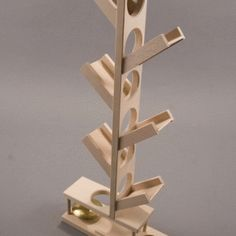 Set the balls at the top of the tree and enjoy watching them climb down to ring the bell at the bottom Woodworking Toys, Woodworking Projects Diy, Diy Wood Projects, Wood Crafts, Making Wooden Toys, Wood Games, Montessori Toys, Wooden Art, Wood Toys