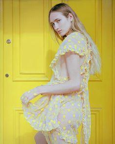 いいね!4,327件、コメント33件 ― Vogue Italiaさん(@vogueitalia)のInstagramアカウント: 「✨A World of Many Houses ✨is a fashion photography project realized on the Spring of 2017 by…」