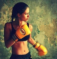 Boxing workouts are a great way to burn several hundred calories during the course of a 1 hour HIIT training session!