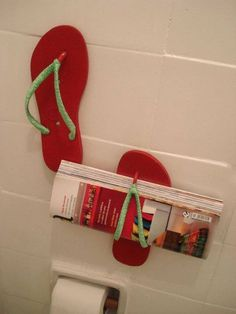 I don't like magazines in toilets but a nice deco tip for teenager bedrooms