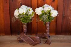 Matching white bridal bouquets #offbeatbride