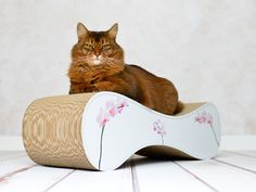cat furniture at its best! cat-on cat scratcher Le Ver - a pure beauty, the high quality cardboard cat scratcher - handmade in Berlin - Germany