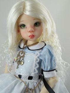 Monique LOVELY Wig White Blonde Size 7-8 MSD BJD shown on Kaye Wiggs Layla   eBay