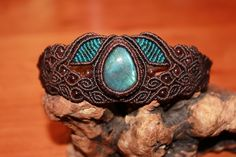 I love brown mixed with turquoise ~ beautiful macramé bracelet :-)