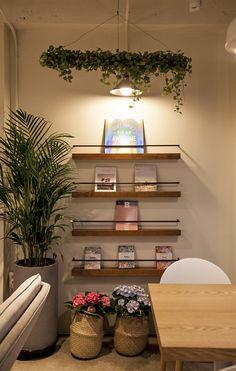 Arvo café, natural and modern café design, designed by design danaham 아르보 카페, 내추럴&모던 인테리어 Cafe Interior Design, Interior Photo, Small Cafe Design, Coffee Shop Design, Shop Interiors, Cozy House, Wall Design, Colorful Interiors, Home Furniture