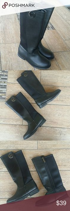 """NWOT MICHAEL KORS RIDING BOOT Brand New Never Worn ❗️ Michael Kors Girls' Boots Emma Lily Your little diva need these MK boots to match mama's fly 😍 Sleek and Smooth riding boots with Microfiber calf* Black grainy with Subtle detail with MK round ornament* Black Round toe Approx. 12"""" shaft height* Approx. 1"""" heel Leg* Circumference approx: 12"""" Side* zipper closure* Rubber sole* Original box not available*line visible in leather* Priced accordingly* Smoke free home MICHAEL Michael Kors Shoes…"""