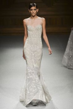 Suknie ślubne z pokazów haute couture wiosna-lato 2015, Tony Ward , fot. Imaxtree