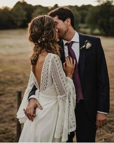 hippie wedding 565905509431093872 - Tempting Bohemian Wedding Dresses You Can't Say No to Source by Bohemian Gown, Bohemian Wedding Dresses, Boho Dress, Lace Dress, Bohemian Weddings, Bohemian Hair, Dress Long, Bohemian Bride, Hippie Dresses