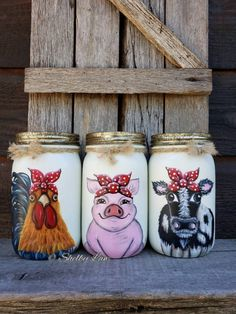 Utensil Holder Set of Three Mason Jars Farm Animals Cow Rooster Pig Mason Jar Art, Pot Mason, Mason Jar Crafts, Bottle Crafts, Coffee Jar Crafts, Distressed Mason Jars, Boho Dekor, Diy Vintage, Mothers Day Crafts For Kids