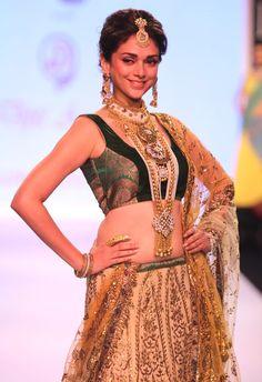 Aditi Rao Hydari on day 3 of the India International Jewellery Week 2013. #Bollywood #Fashion