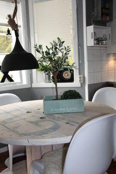 DAISYS HOME: Trommelbordet og lite kjøkkenprosjekt