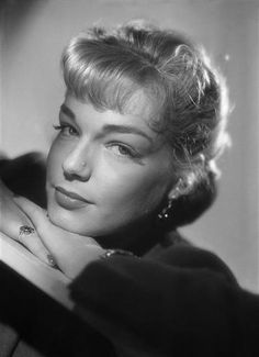 Simone Signoret by Studio Harcourt Paris Jeanne Moreau, Cannes, Old Hollywood Glamour, Classic Hollywood, Hollywood Actresses, Actors & Actresses, Classic Actresses, Saint Yves, I See Stars