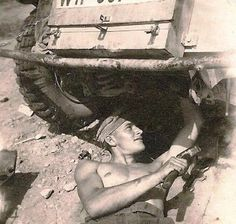 Mechanic working on the vehicle in the deserts of North Africa. Pin by Paolo Marzioli
