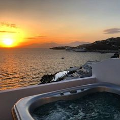 📷 via ⠀ Are you a sunset lover? At our iconic hotel, sundown is an experience itself. Mykonos Town, Sunset Lover, Hotel Suites, Greek Islands, Luxury Travel, Best Hotels, Sunsets, Traveling, Lovers