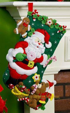 Santa & Teddy Bear  Bucilla 18 fieltro Navidad kit de media #86448.  Este kit fue comprado directamente al fabricante. La única manera de conseguir un kit en condiciones más nuevas es recogerlo en persona de la fábrica.  2013 patrón ~ descontinuado en 2015    Este es un patrón descontinuado así que