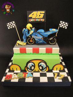 Valentino Rossi Helmet, Valentino Rossi Yamaha, Valentino Rossi 46, Motorcycle Birthday Cakes, Motorcycle Cake, Motocross Cake, Bike Cakes, Dad Cake, Cakes For Men