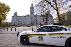 Caméra du Parlement pointée vers des hôtels: un policier destitué | Un haut gradé de la Sûreté du Québec (SQ) a été destitué de ses fonctions de policier pour avoir épié les ébats sexuels de clients d'un hôtel de Québec situé à proximité de l'Assemblée nationale. | La Presse