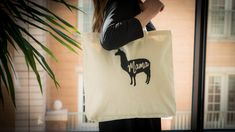 Mama LLama Tote DIY - Make your mama llama a gift she can use! Screen print a tote for a fun and functional Mother's Day gift.