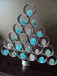 Painting diy tree christmas ornament ideas for 2019 Handmade Christmas Decorations, Diy Christmas Tree, Xmas Tree, Christmas Projects, Simple Christmas, Christmas Tree Decorations, Christmas Holidays, Christmas Ornaments, Paper Roll Crafts
