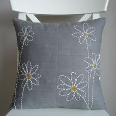 Contemporary Sashiko on Etsy. Cushion Embroidery, Sashiko Embroidery, Japanese Embroidery, Hand Embroidery Designs, Embroidery Applique, Embroidery Patterns, Sewing Pillows, Diy Pillows, Decorative Pillows