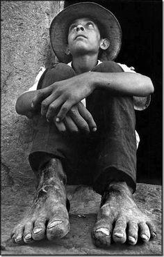 Pies de barro, 1970 © Carlos Boch