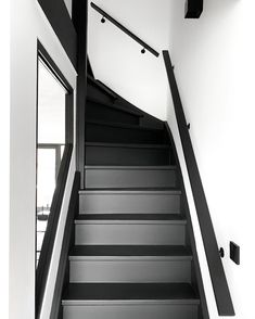 Hallway Decorating, Entryway Decor, Home Stairs Design, House Design, Black Stairs, House Stairs, House 2, Hallway Designs, Painted Stairs