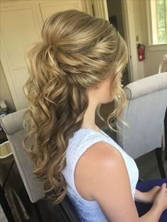 Half-Up Half-Down Wedding Hair http://eroticwadewisdom.tumblr.com/post/157384978092/hot-and-sexy-medium-hairstyles-for-round-faces #WomenHairstylesMedium #weddinghairstyles
