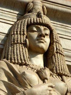 Kleopatra statue at the entrance of the Cairo Museum 📌Kahire Müzesi girişindeki Kleopatra heykeli / Egypt Egyptian Symbols, Egyptian Art, Sphinx Egyptian, Ancient Egyptian Statues, Egyptian Tattoo, Egyptian Jewelry, Ancient Artifacts, Ancient Aliens, Cleopatra Statue