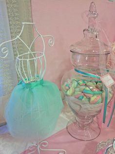 Cumple vintage y romántico con temática de bailarina… En rosas, menta y aqua. Mesa dulce con torta, cupcakes, cookies, popcakes, alfajorcitos de maicena, marshmallow, chocolatines y decoració…