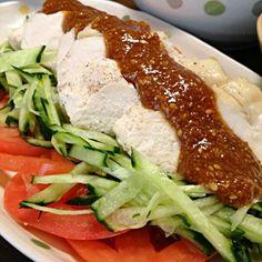 むね肉は良質なたんぱく質たっぷりです♪ お野菜も一緒にたくさん摂って。ヘルシーな1品です☆ - 69件のもぐもぐ - バンバンジーです。タンパクな鶏むね肉には、胡麻味噌酢醤油がよく合います☆ by yumyumy1