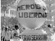 Em 2014, completa-se 50 anos desde o golpe militar de 1964 que derrubou o presidente Jango do poder. Diante da ditadura que se instalou no Brasil, todo tipo de arte assumiu uma face política. À favor do ufanismo ou contra a represália, o samba não estava excluído disto.