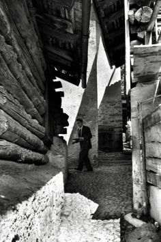 alberto giacometti at his home, 1961. photo by the great Henri-Cartier-Bresson.