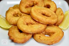 Creveti in crusta de aluat - CAIETUL CU RETETE Onion Rings, Doughnut, Seafood, Cooking Recipes, Ethnic Recipes, Desserts, Blog, Calamari, Sea Food