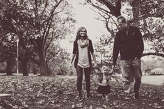 the vintage black and white processing is lovely Fall Family Photos, Fall Photos, Family Pictures, Couple Photos, Family Photo Outfits, Family Photo Sessions, Eye Photography, Wedding Photography, Picture Ideas