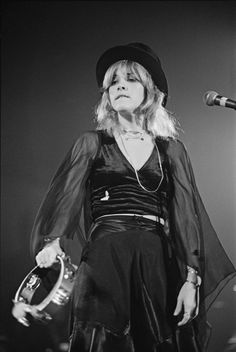 Stevie Nicks Style Is Bohemian Cool At Its Finest (PHOTOS)