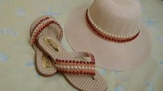 Sugestão de Kit com a trama de pérola Jane - Cícero Alencar Flip Flop Sandals, Flip Flops, Beaded Shoes, Artisanal, Huaraches, Panama Hat, Jewelry Making, Crochet, Hats