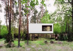 Izabelin House / REFORM Architekt - The exterior is made of mirrors.