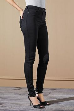 Latest leggings in a leather look, denim, cropped & short styles, perfect for everyday style. Mix with stylish tops. Denim Noir, Best Online Fashion Stores, Printed Trousers, Denim Leggings, Stylish Tops, Smart Casual, Trousers Women, Black Denim, New Outfits