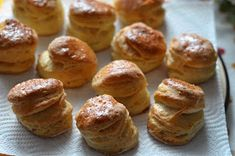 Z mojej kuchyne i fotoaparátu ...: Oškvarkové pagáče Pretzel Bites, Biscuits, Muffin, Food And Drink, Bread, Breakfast, Basket, Morning Coffee, Cookies