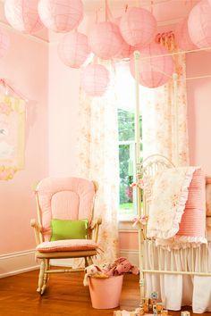 A decoração com rosa antigo encherá a casa de nostalgia, conforto e requinte. Valance Curtains, Nostalgia, Dusty Pink, Comforters, Roses, Valence Curtains